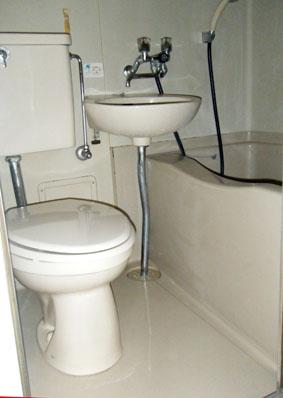 浴室コーティングの施工前の劣化したユニットバス