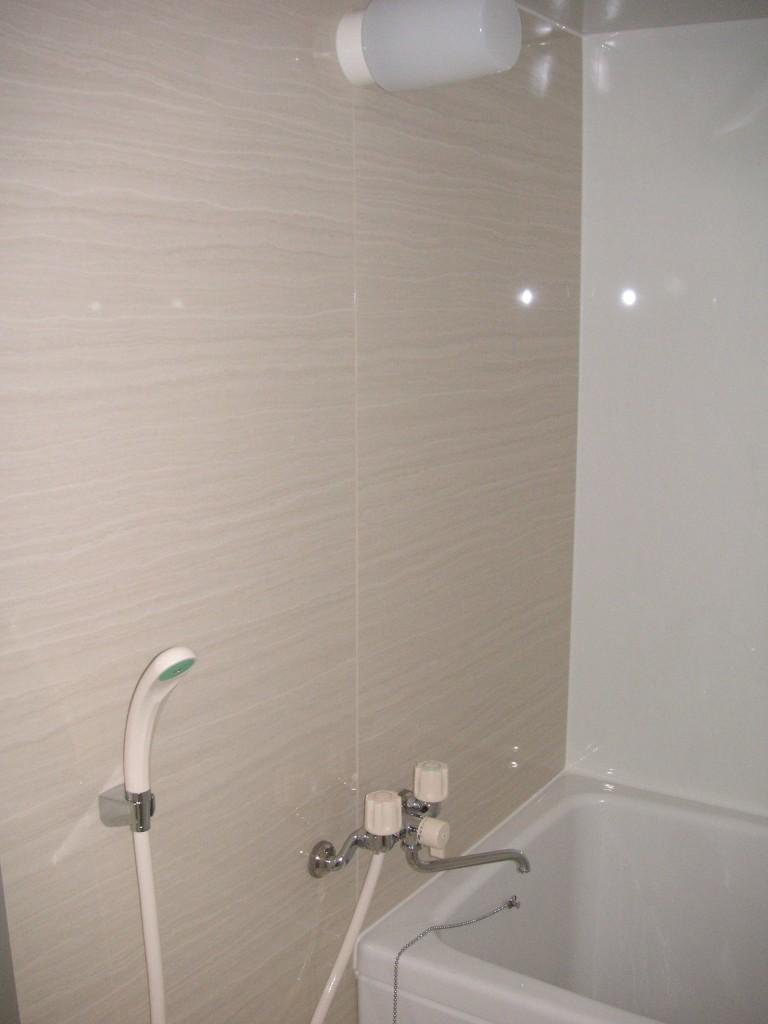 アイカ工業の浴室セラールを貼ったお風呂