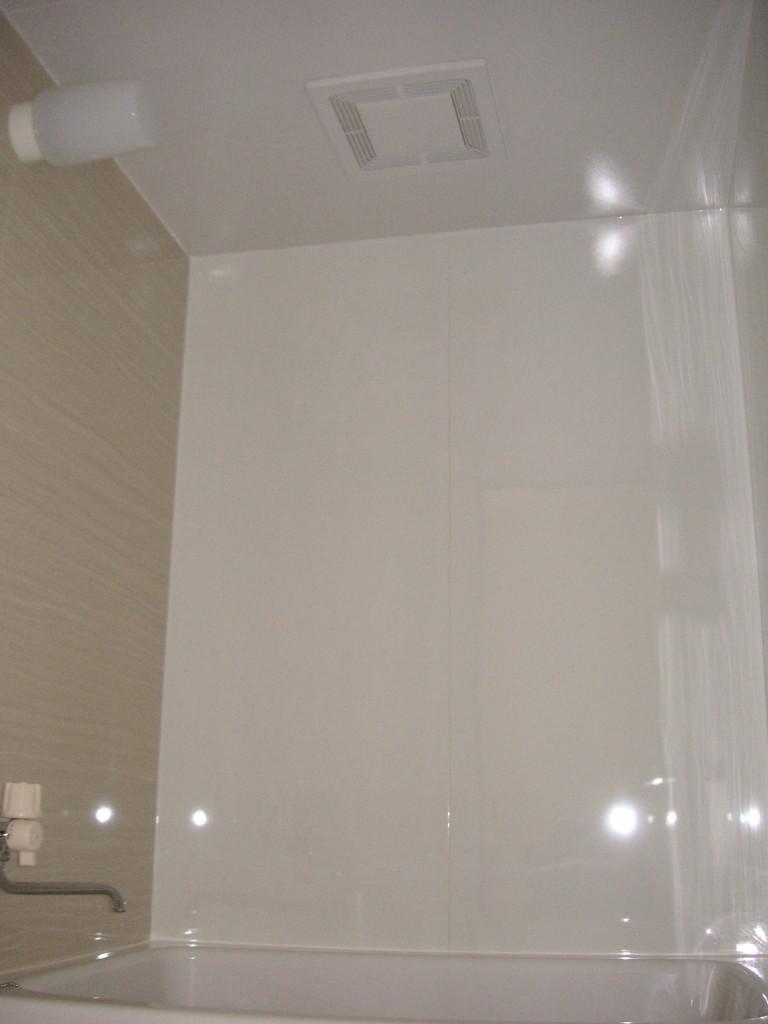 アイカ工業の浴室セラールの壁パネルを貼ったお風呂