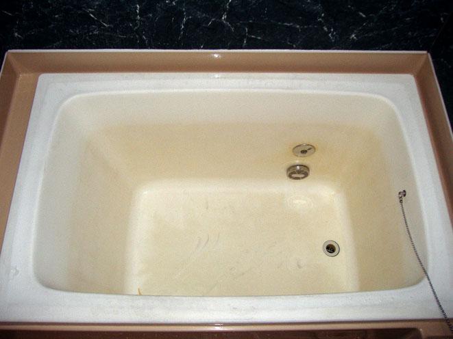 コーティング施工前の浴槽