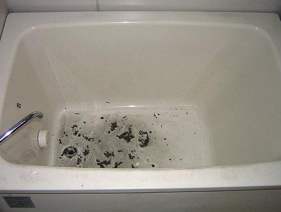 洗っても落ない浴槽の汚れ