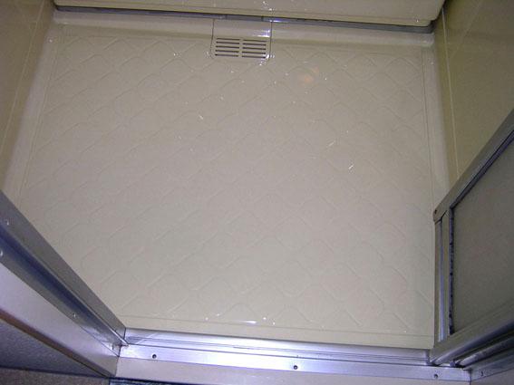 浴室塗装で仕上げたユニットバスの床
