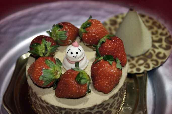 新阪急ホテルのクリスマスケーキを開けてみると