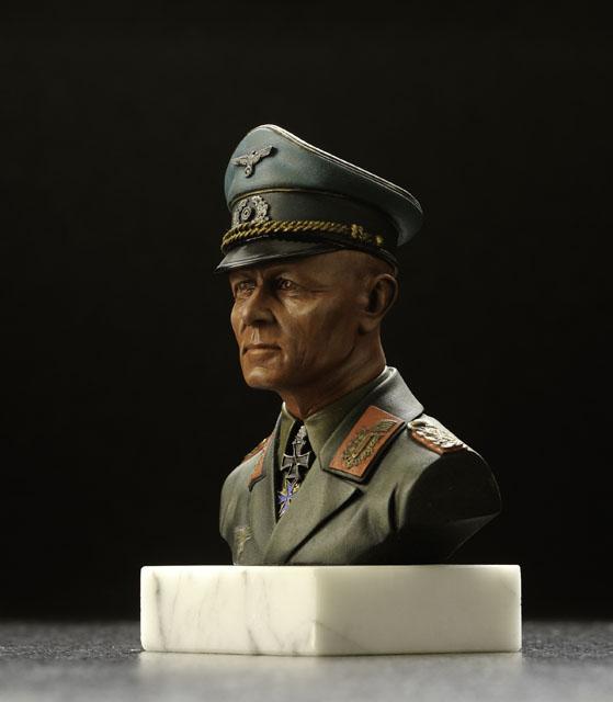 ロンメル元帥のフィギュアを横から撮影