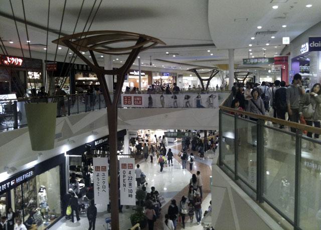 外国のショッピングモールと同じのららぽーと甲子園