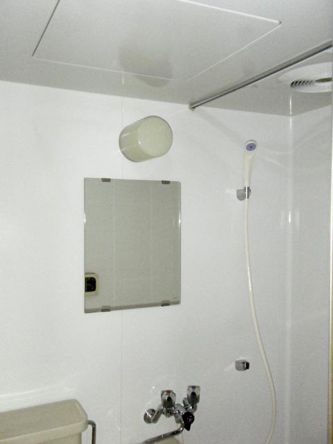 浴室コーティングしたユニットバスの壁