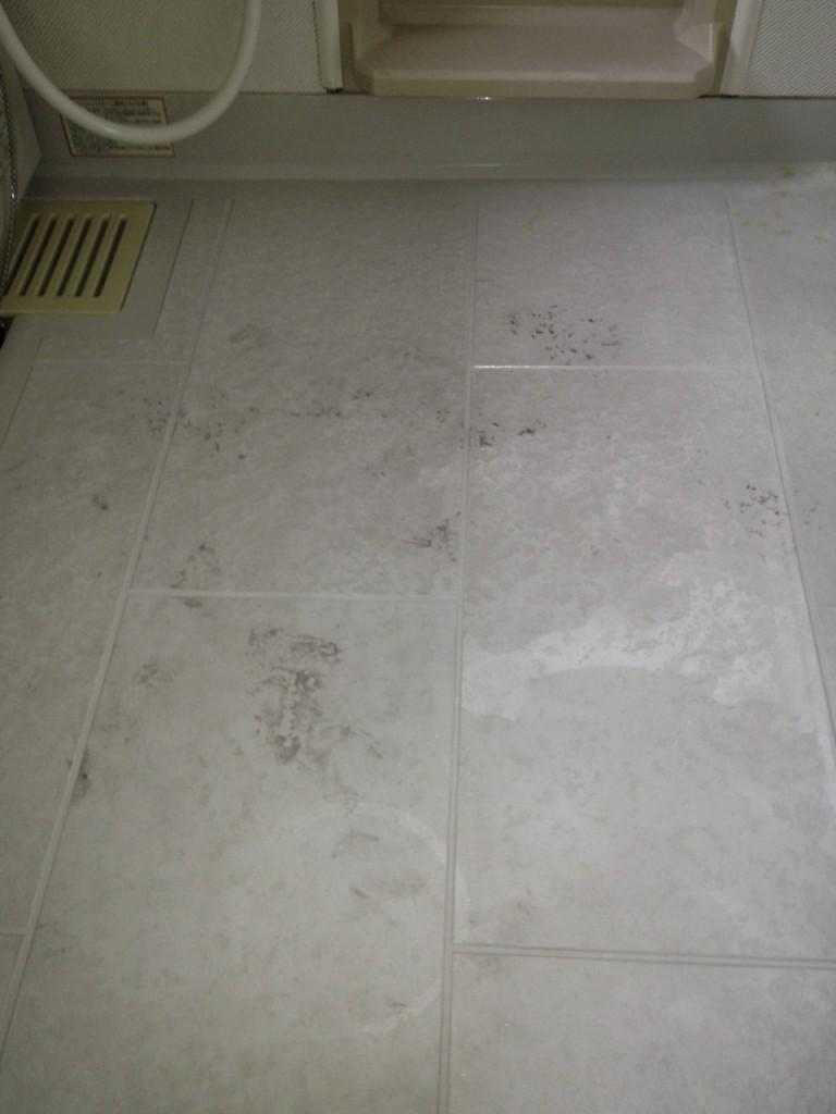 劣化したユニットバスの床