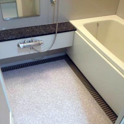 お風呂の床パネル工法でリフォーム