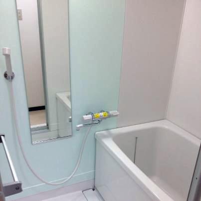 鏡をアクセントに風呂リフォーム