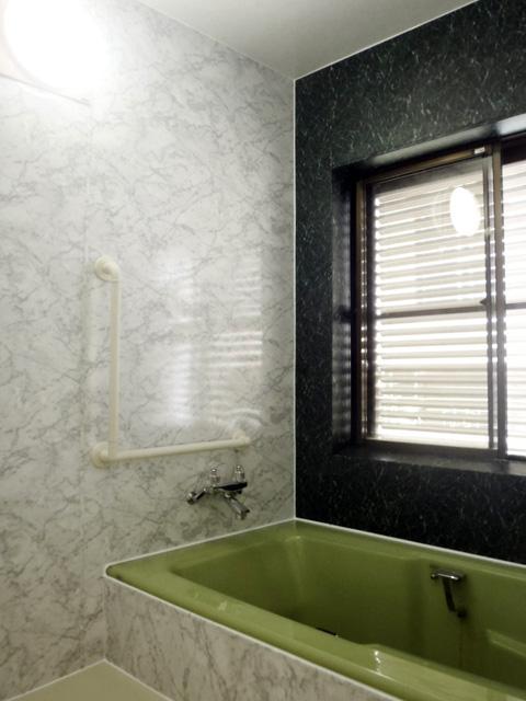 パネル工法でリフォームした在来工法の風呂