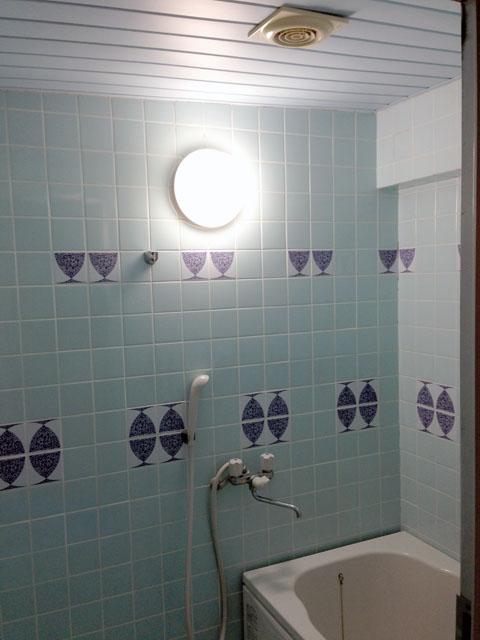 リフォーム前のお風呂の壁の部分の拡大写真