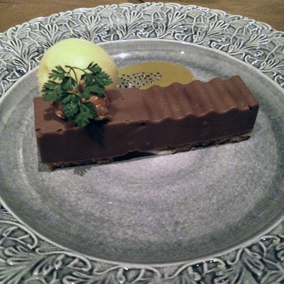 チョコとマカデミアンナッツのスイーツ