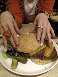 特大ハンバーガー