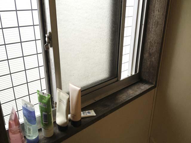お風呂の窓の廻りもリフォームです