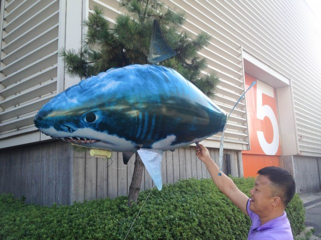 サメのアドバルーン