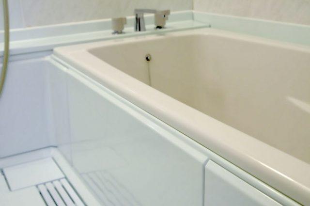浴室コーティング後の浴槽と床