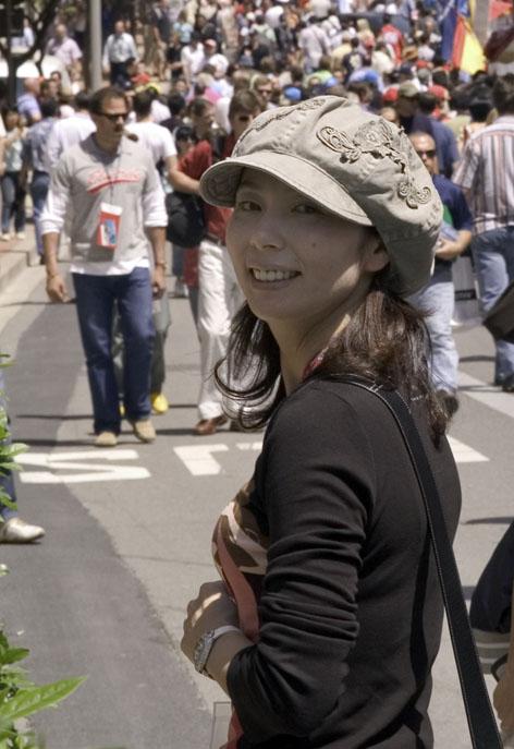 モナコグランプリで満点の笑顔の女王