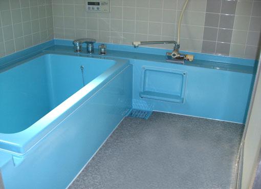 お風呂コーティングで施工した浴槽とキャビネット
