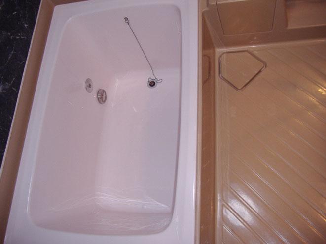 コーティング施工後の浴槽