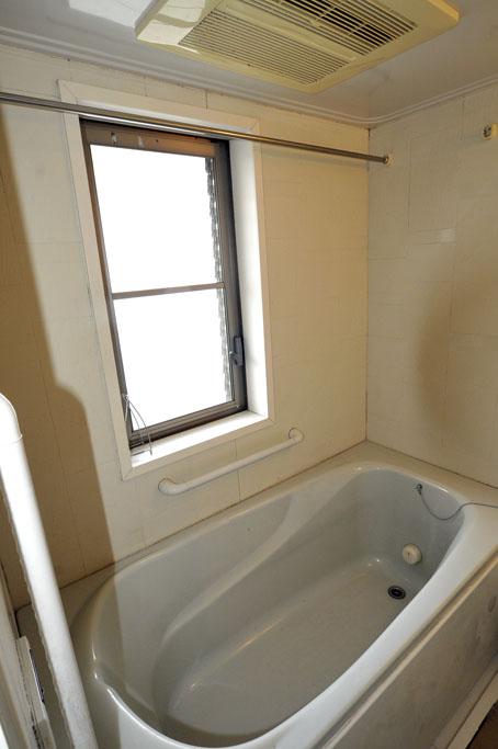 施工前の分譲マンションのお風呂の浴槽