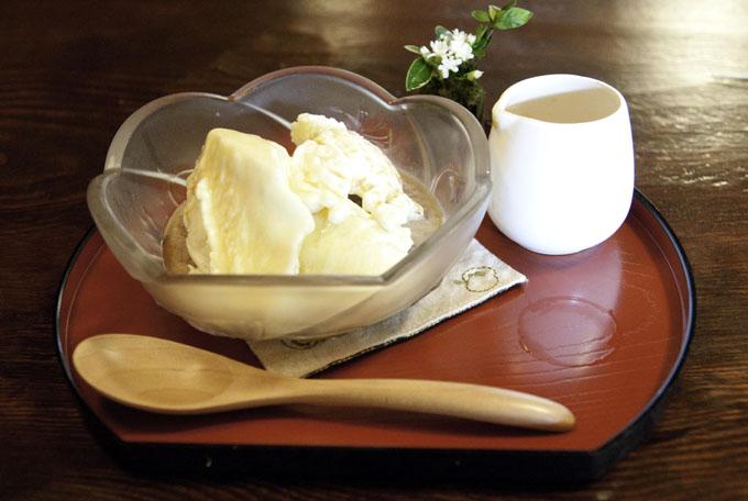 デザートのアイスクリーム