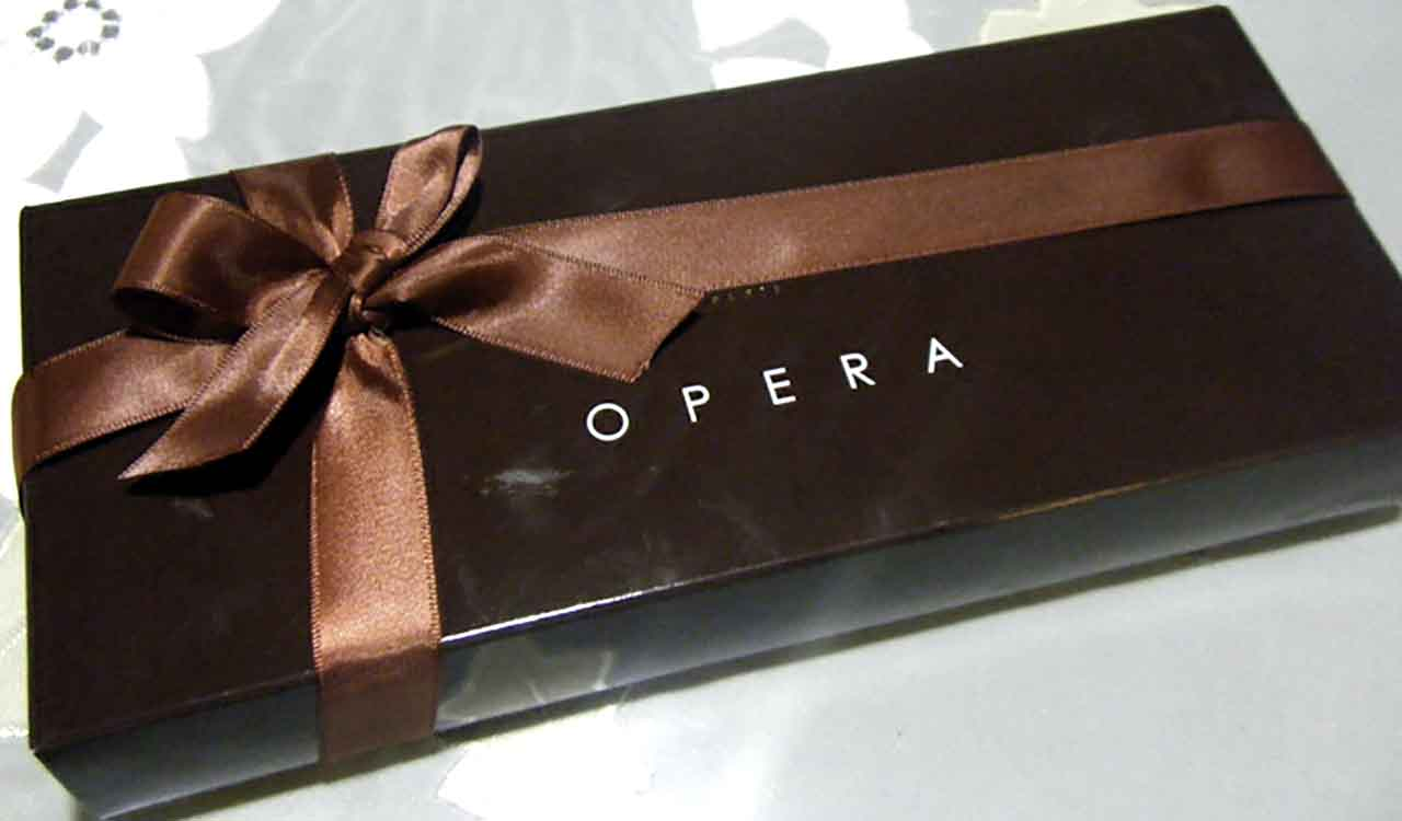 ダロワイヨのチョコケーキのオペラのパッケージ