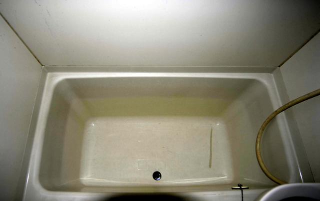 浴槽についた頑固な水垢