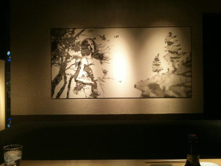 個室の壁にはおしゃれな水墨画のある堀江の燈花
