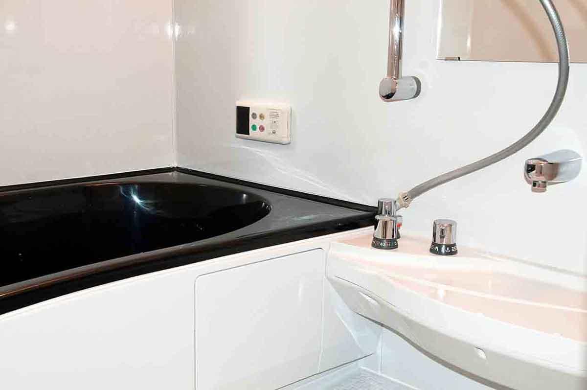 浴室再生塗装でINAXの劣化したユニットバスをリフォーム
