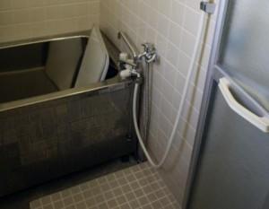 住戸内をリフォームする前の在来工法のお風呂
