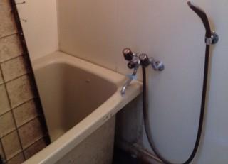 退去後のユニットバスの浴槽