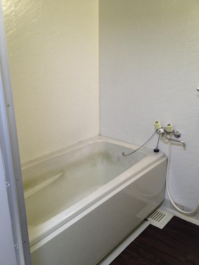 コーティング前のユニットバスの浴槽