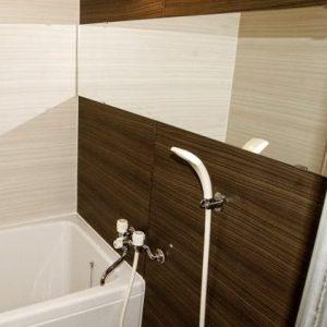 大型の鏡がポイントのお風呂