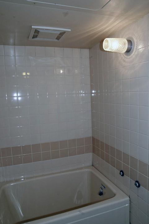 リフォーム前のタイルのお風呂