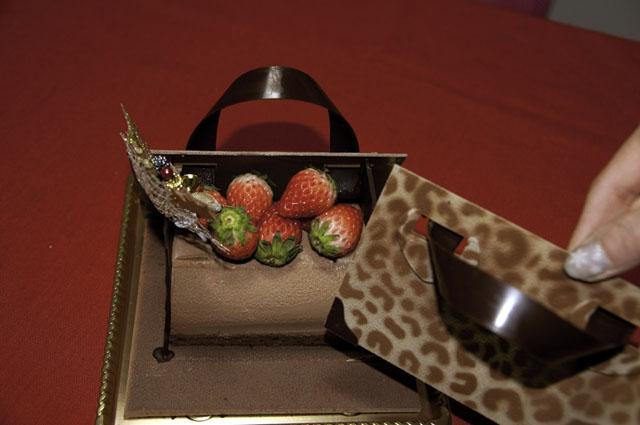 ミルクチョコムースの中身のケーキ