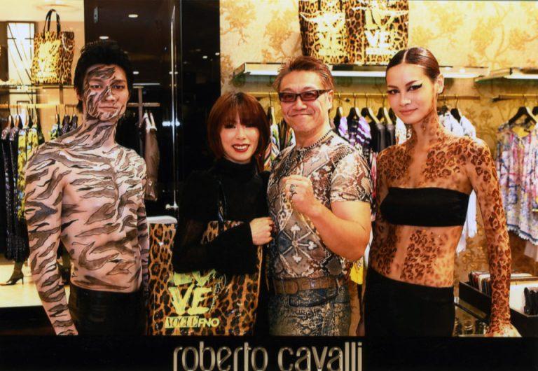 リプロ社長がロベルトカバリの阪急百貨店のブティックで