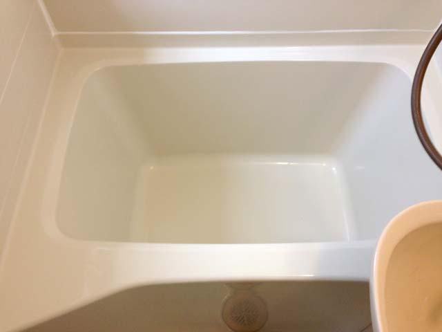 コーティング施工後のユニットバスの浴槽