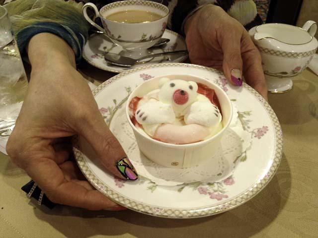 新阪急ホテルのブリアンでぷかぷかアイスを食べる