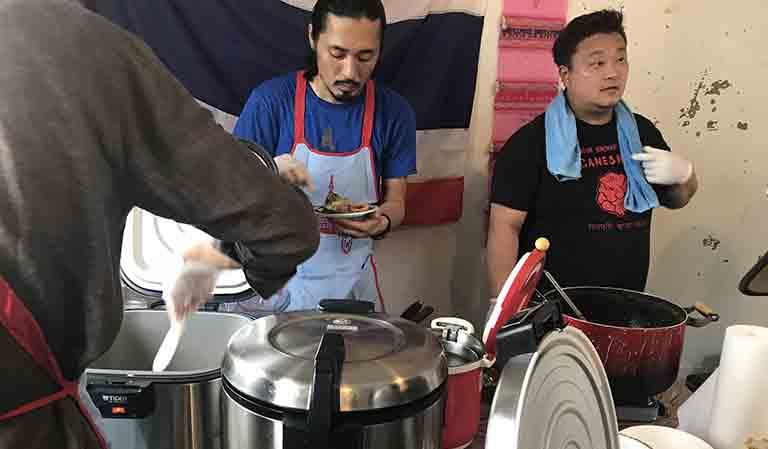 asian kitchen cafe百福&旅人シェフのタイ食堂KHAOのお店前