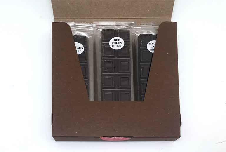 スローウォーターカフェの森の3種類の恵みアソートチョコを開封した写真
